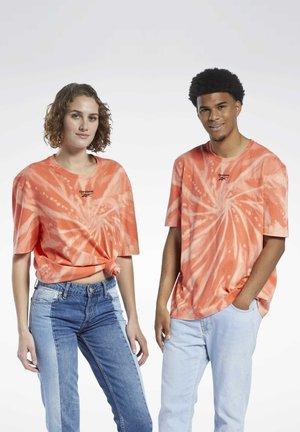 CLASSICS TIE-DYE T-SHIRT - Print T-shirt - orange