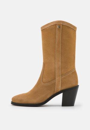 ACAMARGUE - Vysoká obuv - caramel