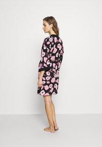LASCANA - KIMONO - Dressing gown - black/pink - 2