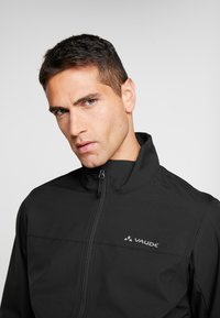 Vaude - HURRICANE - Soft shell jacket - black - 3
