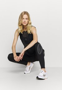 adidas by Stella McCartney - TRUEPACE - Medias - black/granite - 1