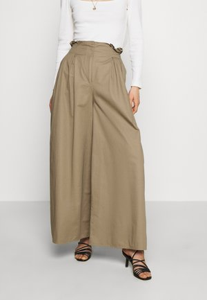 THE WIDE LEG TROUSER - Pantalones - light tobacco