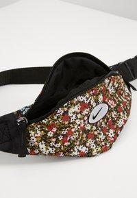 Nike Sportswear - HERITAGE - Bum bag - black - 2