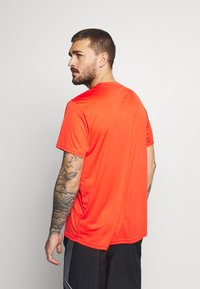 The North Face - MEN'S REAXION AMP CREW - Basic T-shirt - flare - 2