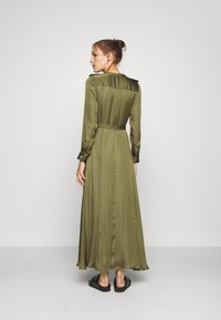 Banana Republic - TRENCH MAXI DRESS - Sukienka koszulowa - jungle olive - 2
