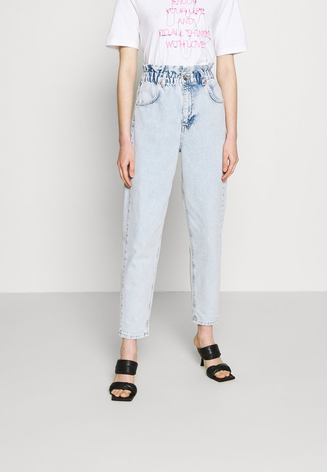 PAPERBAG MOM - Jeans baggy - bleached blue