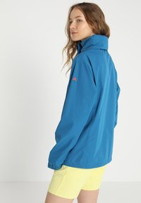 Vaude - WOMANS ESCAPE LIGHT JACKET - Waterproof jacket - kingfisher - 3