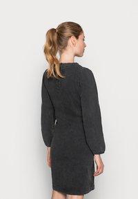 MAMALICIOUS - MLCOSBY DRESS - Denimové šaty - black denim - 2