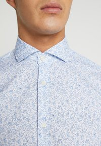 Selected Homme - SLHREGSEL HART - Shirt - white/blue - 5