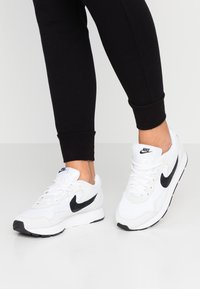 Nike Sportswear - DELFINE - Baskets basses - white/black - 0