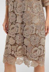 Apart - Vestido informal - gold - 4