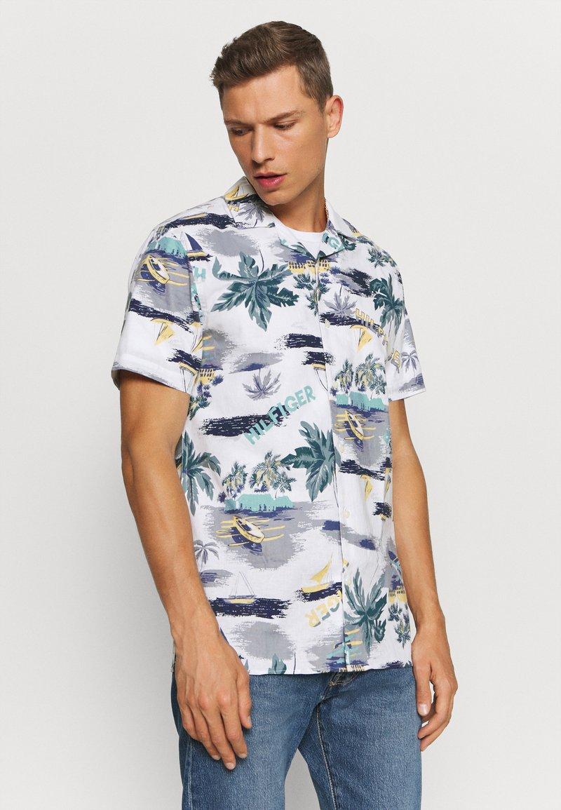 Tommy Hilfiger - HAWAIIAN PRINT - Shirt - white/pearl blue/multi