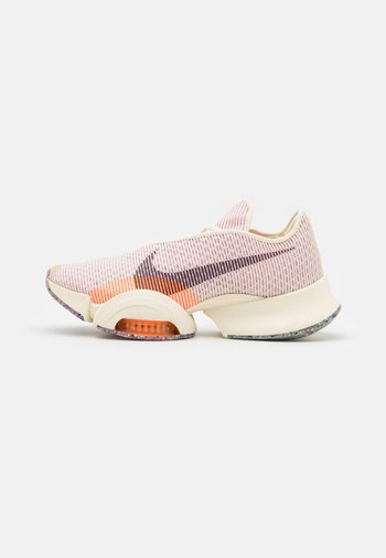 AIR ZOOM SUPERREP 2 AMP - Sports shoes - coconut milk/black/light arctic pink/total orange/crimson bliss
