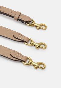 Coach - WILLOW BUCKET BAG ADJUSTABLE - Handbag - chalk/multi - 3