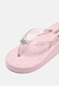 MICHAEL Michael Kors - GAGE KILEY - T-bar sandals - rose gold - 4