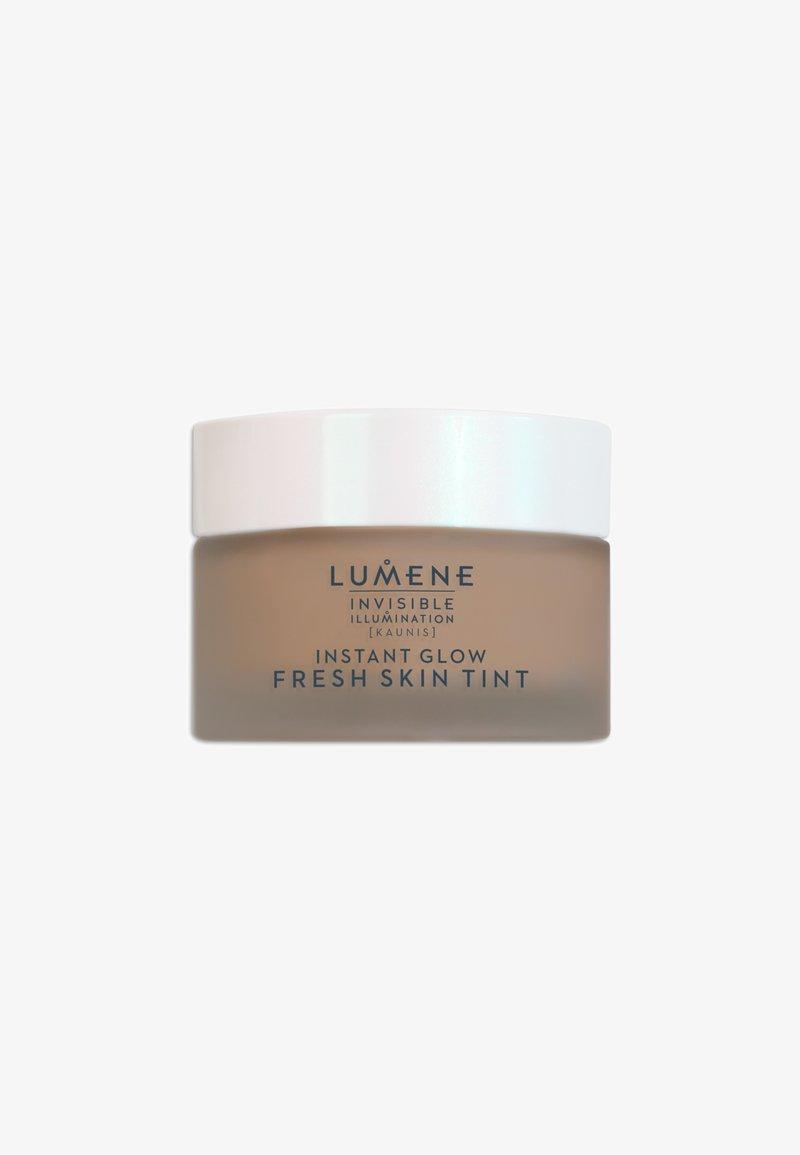 Lumene - INVISIBLE ILLUMINATION [KAUNIS] INSTANT GLOW FRESH SKIN TINT - Tinted moisturiser - universal deep
