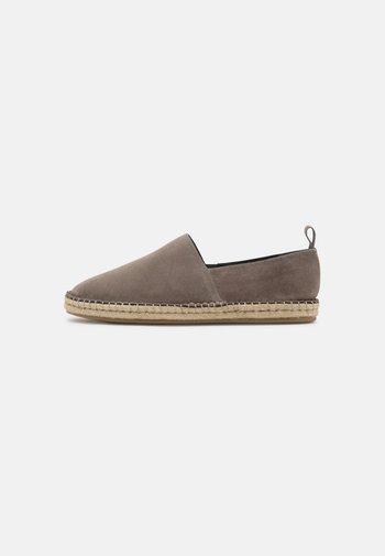 UNISEX - Loafers - light grey