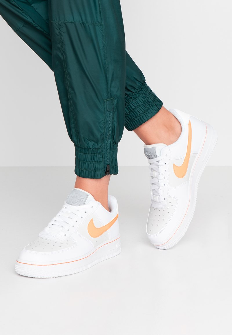 Nike Sportswear - AIR FORCE 1 - Trainers - white/total orange/platinum tint