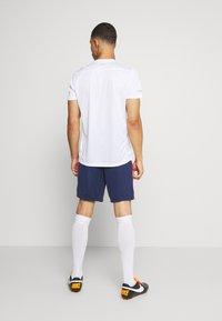 Nike Performance - Pantalón corto de deporte - midnight navy/white - 2