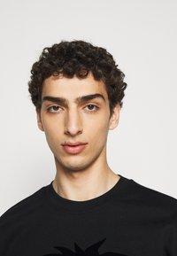 McQ Alexander McQueen - Sweatshirt - darkest black - 3