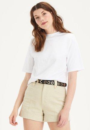 SALLY TEE - Jednoduché triko - white