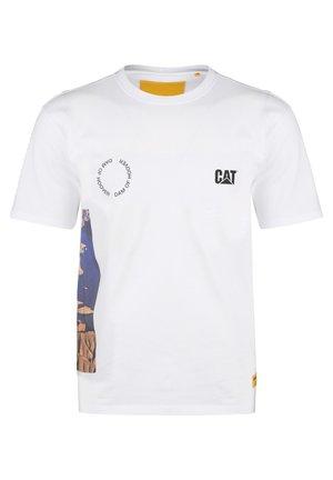 CATERPILLAR CAT HOOVER T-SHIRT HERREN - T-shirt con stampa - white