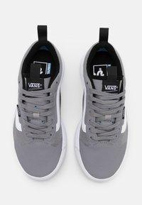 Vans - ULTRARANGE EXO - Sneakers laag - frost gray/true white - 3
