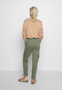 edc by Esprit - OTB PANT - Joggebukse - khaki green - 2