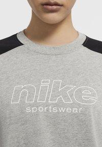 Nike Sportswear - ARCHIVE - Print T-shirt - dark grey heather/black/white - 3