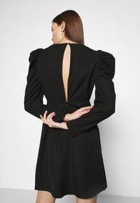 Selected Femme - SLFPRETTY DRESS  - Denní šaty - black - 4