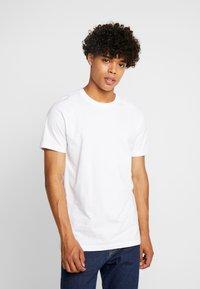 Urban Classics - BASIC TEE 3 PACK - T-shirt basic - white/white/black - 1