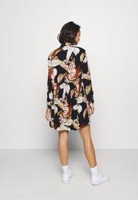 Object Petite - OBJLILITI SHORT DRESS - Shirt dress - black - 2