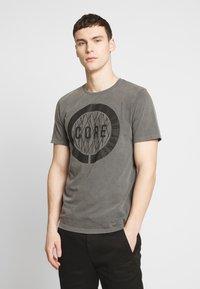 Jack & Jones - JCOPARADOX TEE CREW NECK - T-shirt print - asphalt - 0