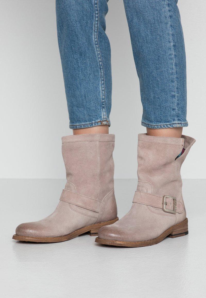 Felmini - GREDO - Cowboy/biker ankle boot - tortura