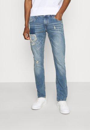 TAYLOR - Slim fit jeans - blue wash