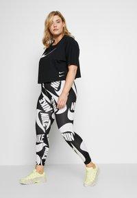 Nike Sportswear - T-shirts med print - black/(white) - 1