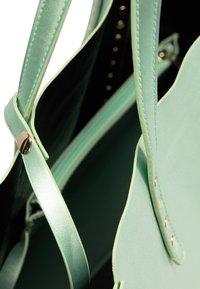 myMo at night - Velká kabelka - grün metallic - 4