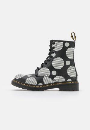 1460 - Šněrovací kotníkové boty - black/white