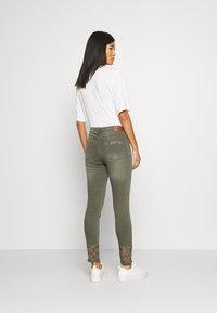 Desigual - PANT BALI - Jeans slim fit - kaki - 2