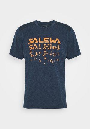 PUEZ HYBRID DRY TEE - T-Shirt print - premium navy melange