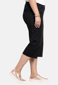 Sheego - Shorts - black - 3