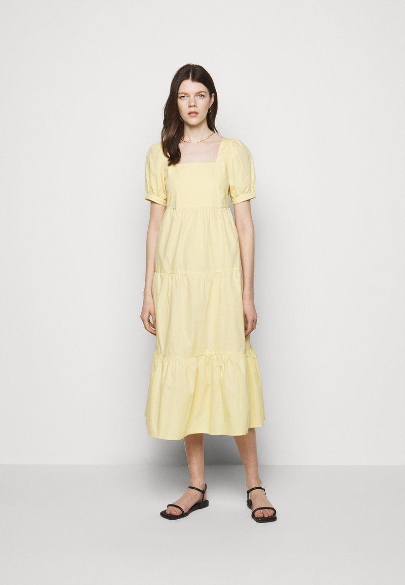 Faithfull the brand - AYLAH MIDI DRESS - Denní šaty - plain banana