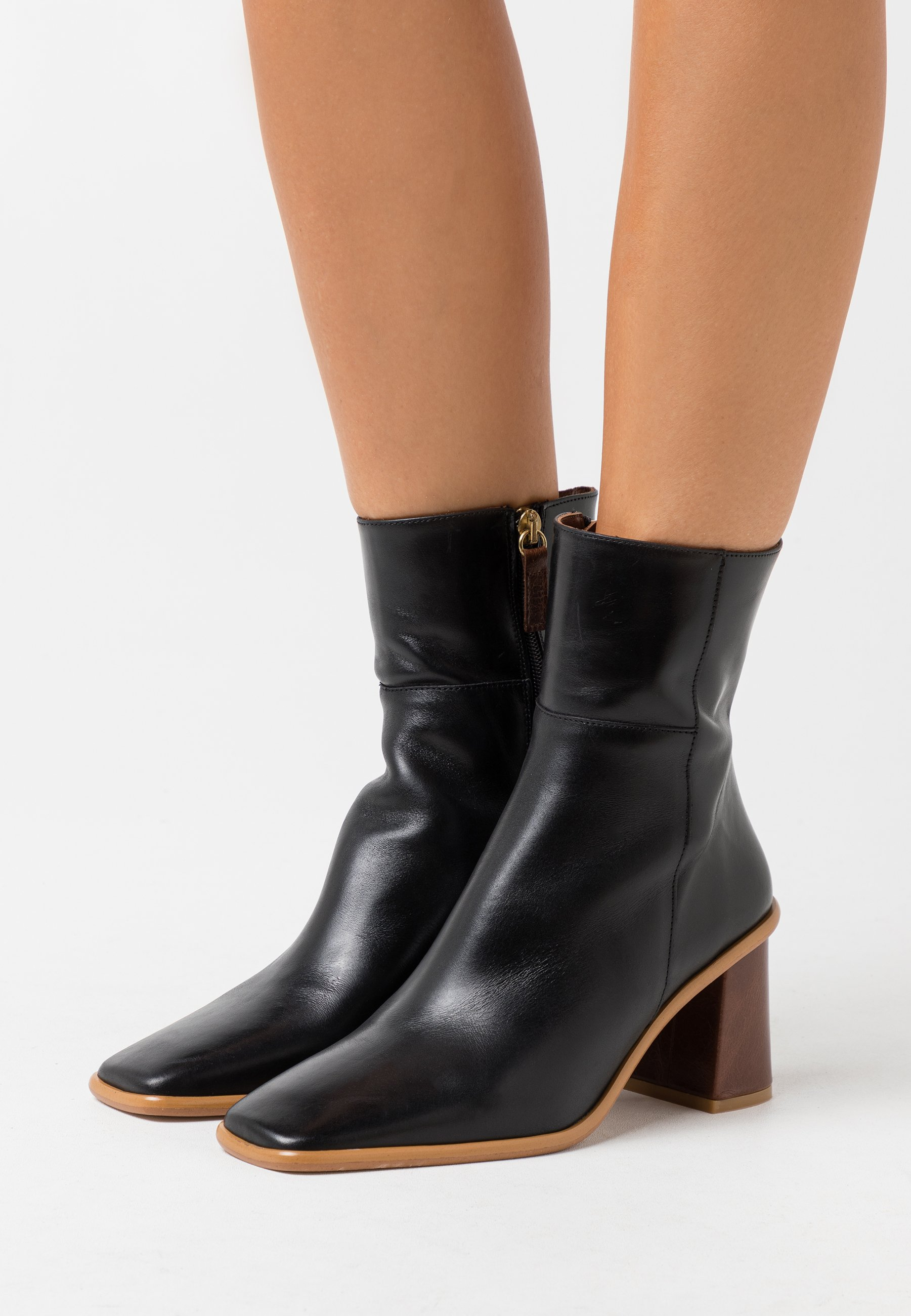 Women WEST - Classic ankle boots