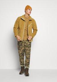 The North Face - MEN'S CRAGMONT JACKET - Fleecová bunda - british khaki - 1