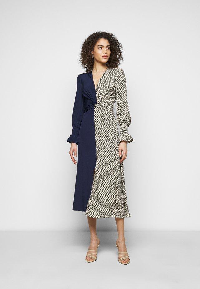 MICHELLE - Korte jurk - ivory/navy