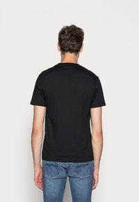 Calvin Klein - T-shirt imprimé - black - 2