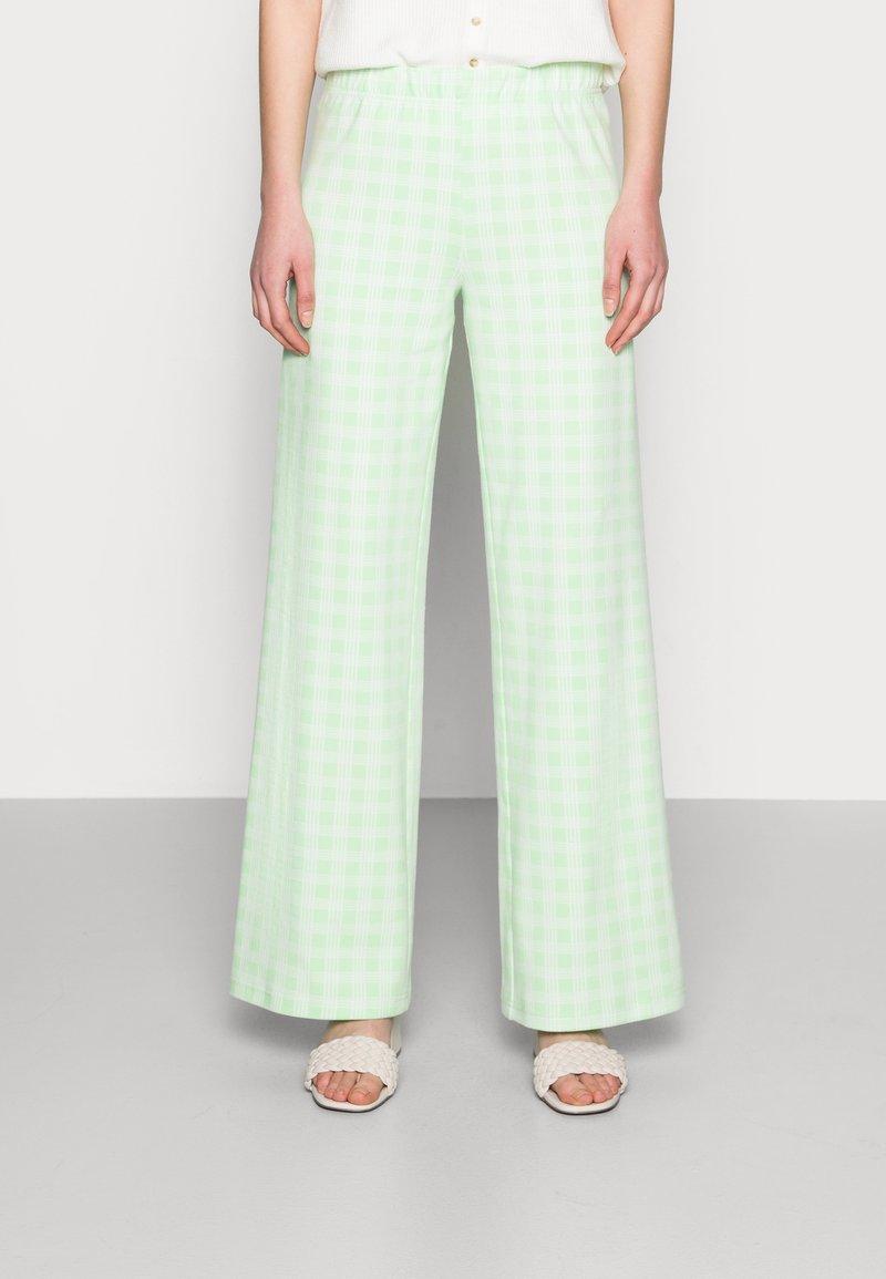Résumé - ESTHI PANTS - Trousers - pastel green