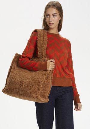SANJAIW  - Strikpullover /Striktrøjer - leather brown / deep orange