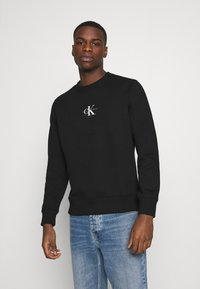 Calvin Klein Jeans - CHEST PRINT CREW NECK - Felpa - black - 0