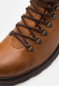 Royal RepubliQ - TEDIQ HIKER OXFORD COMBAT BOOT - Lace-up ankle boots - tan - 5